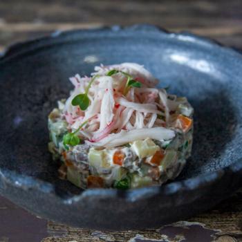 Салат Оливье с языком и снежным крабом:Russian salad with beef tongue and snow crab